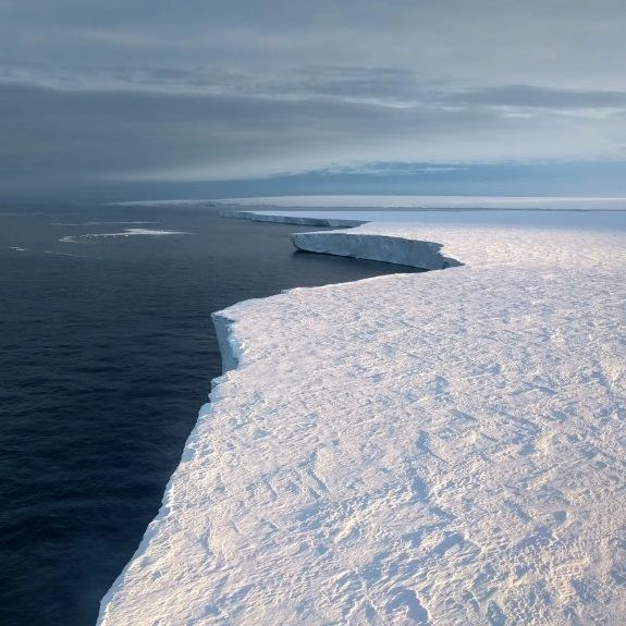 ice sheet in Antarctica; photo: Pierre Dutrieux